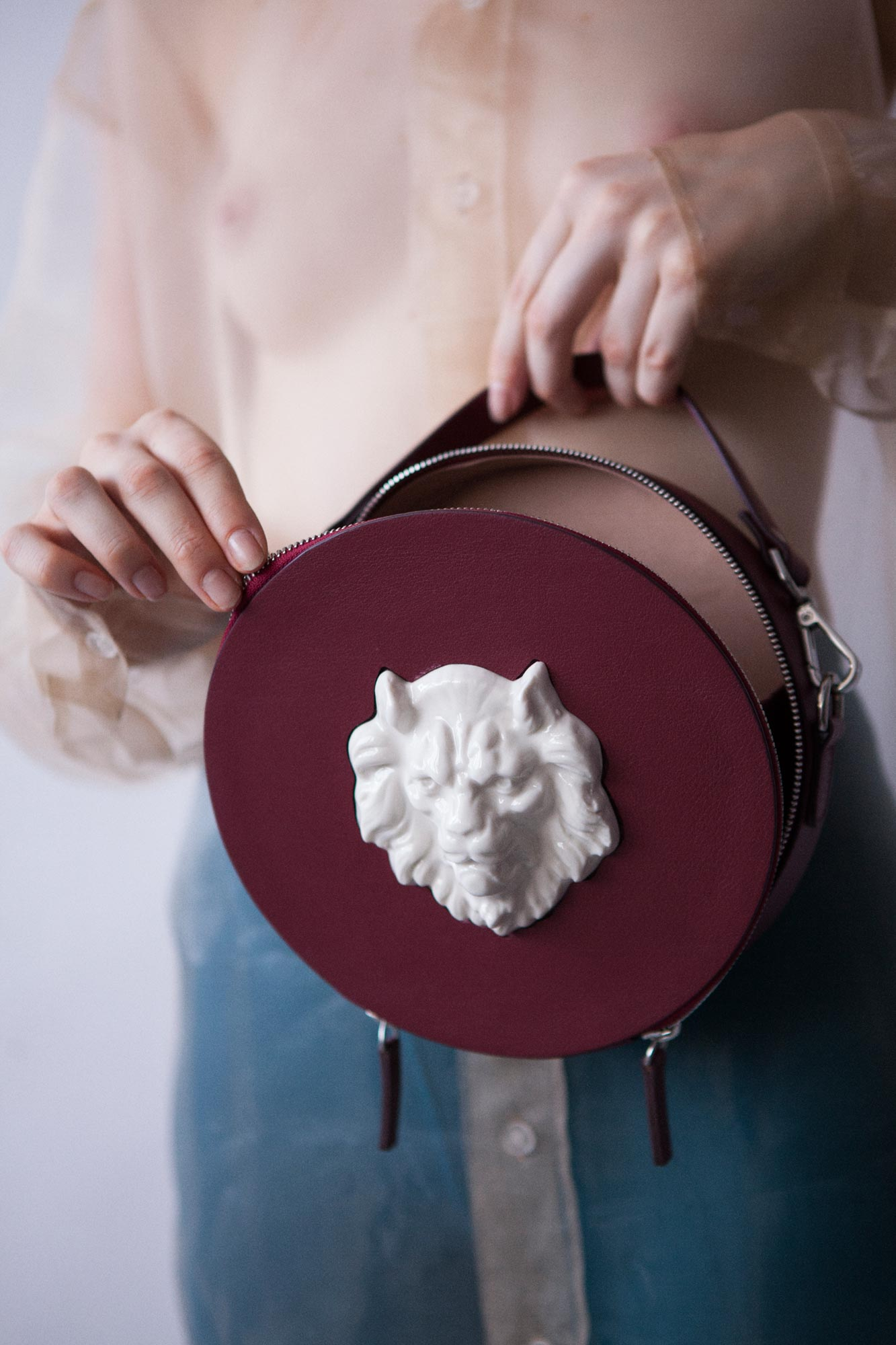 Round Lion Bag Burgundy